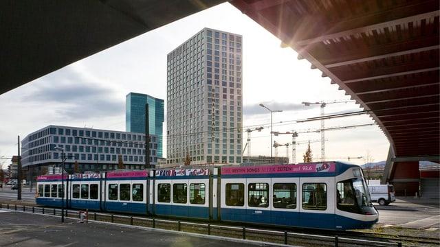 Tram in Zürich West.