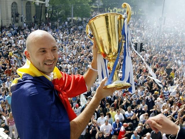 Iulian Filipescu mit Pokal