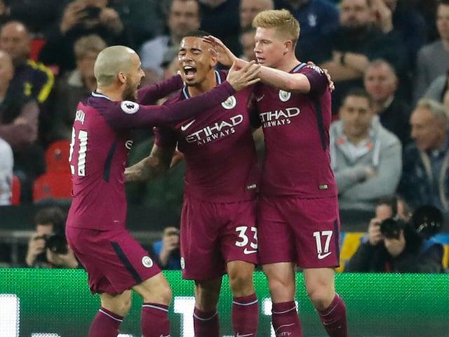 Die City-Spieler jubeln über einen Treffer.
