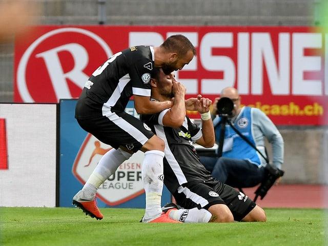 Miroslav Covilo feiert seinen Treffer