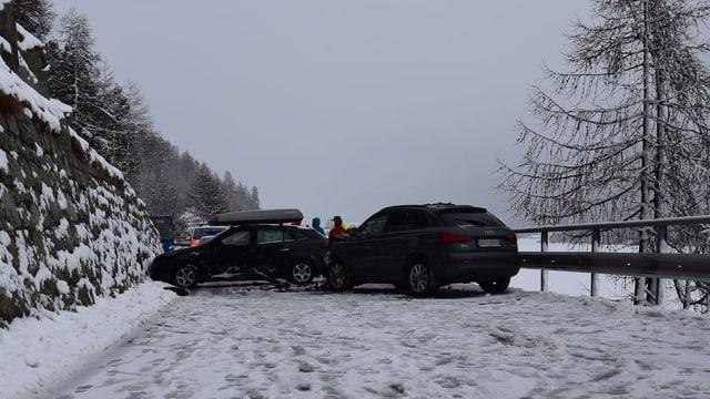 Ils dus autos al lieu da l'accident.