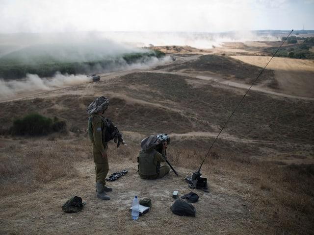 Soldaten auf Hügel