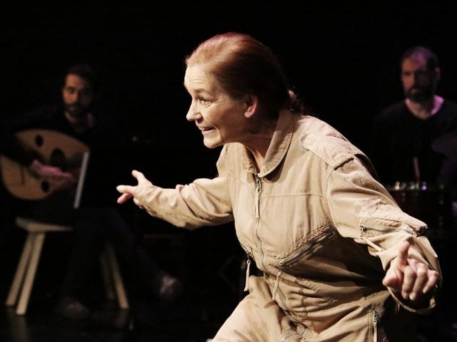 Die alte Dame im Stück