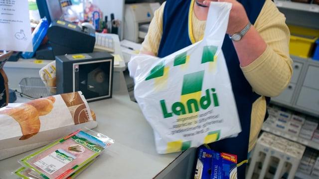 Fotografia da collavuratura da la Landi cun ina tastga
