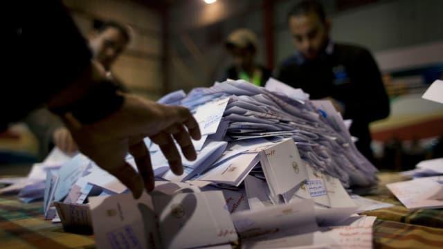 Eine Zweidrittelsmehrheit hat in Ägypten laut inoffiziellen Ergebnissen die neue Verfassung angenommen.