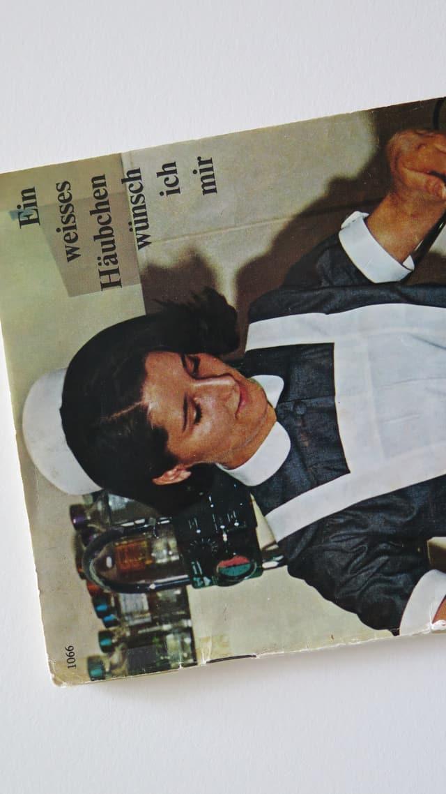 Pflegefachfrau auf Broschüre aus den 1960er-Jahren.