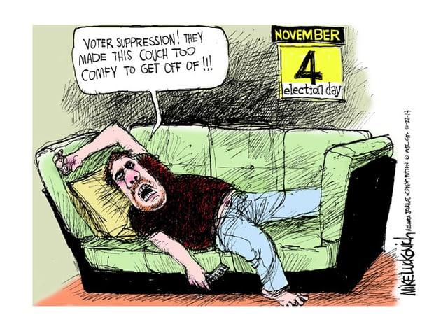 Ein Mann liegt schlapp auf einer Couch