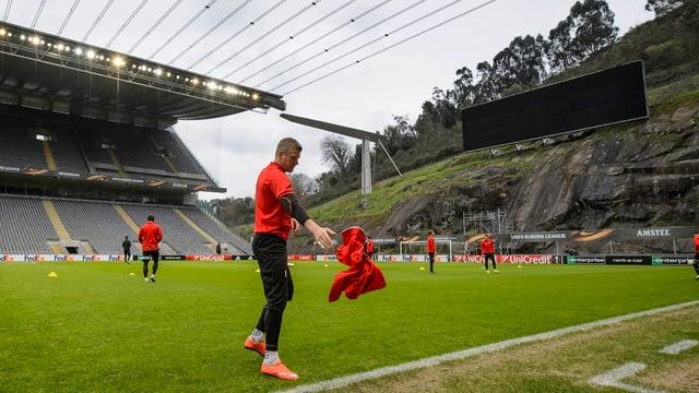 Sion beim Abschlusstraining im Stadion von Braga.