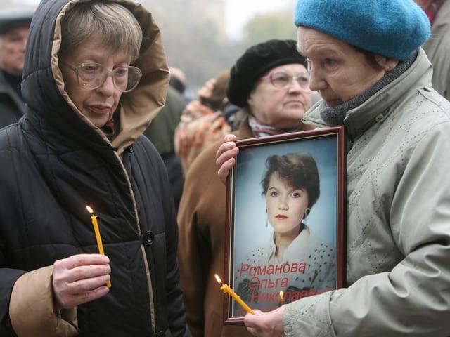 Angehörige der Opfer der Geiselnahme im Dubrowka-Theater