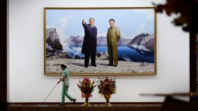 Portraits von Kil Il Sung und Kim Jong Il in einem Hotel in Pjöngjang.
