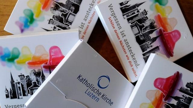 Kondome mit der Aufschrift «Schütze deinen Nächsten wie dich selbst». Diese wurden im Namen der katholischen Kirche verteilt.