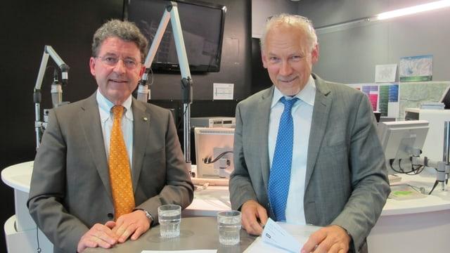 Heinz Brand und Josias Gasser stehen im Studio Chur