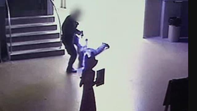 Video zeigt Prügel-Polizisten