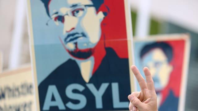 Plakat pro Snowden.