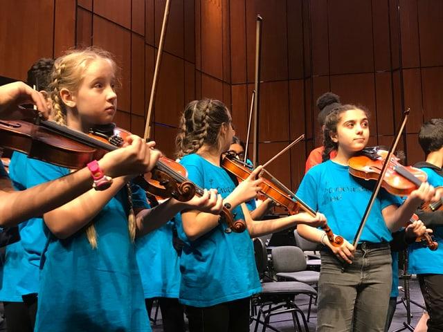 Kinder auf der Bühne