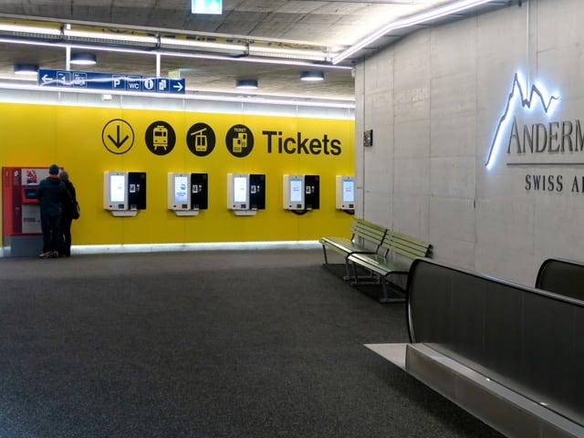 Die Ticketschalter in der Unterführung.