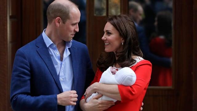Duchessa Katte e prinzi William cun lur pop.