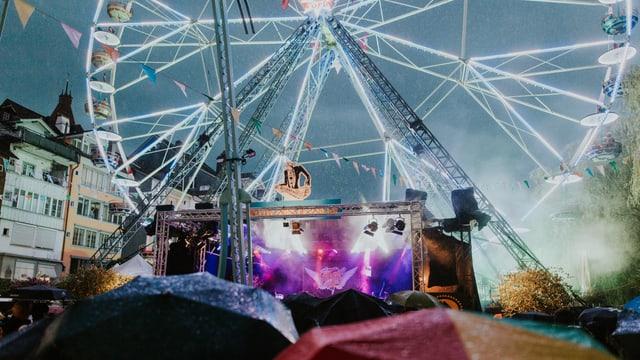 Bühne und Riesenrad