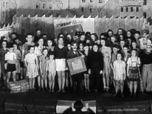 """Eine Aufführung der Oper """"Brundibar"""" im KZ Theresienstadt."""