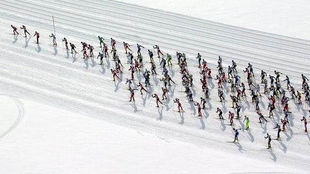 Passlungists durant il maraton da skis engiadinais