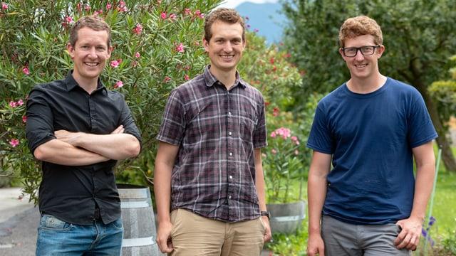 Ein Porträtbild von drei jungen Männern.
