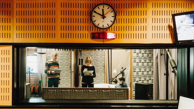 Blick aus der Regie in den Aufnahmeraum des Hörspielstudios.