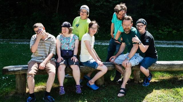 Gruppenbild von Nik Hartmann und den sechs Protagonisten.