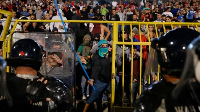 Proteste bei Spiel Serbien gegen Albanien