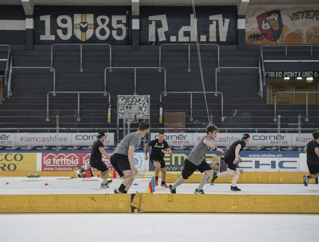 Lugano-Spieler im Sommer-Training.