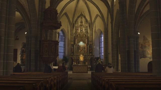 Eine fast leere Kirche.