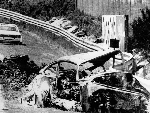 Das Wrack des Porsche, mit dem Herbert Müller kollidierte.