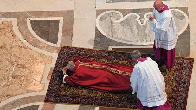 Kreuzigung Jesu - Karfreitagsliturgie und Kreuzweg mit dem Papst