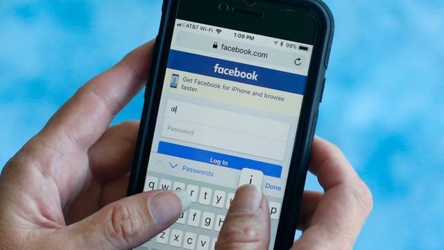 Telefonin cun avert la app da Facebook.
