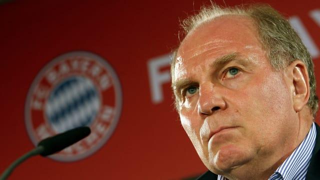 Uli Hoeness wird bis auf weiteres Aufsichtsratsvorsitzender des FC Bayern München.