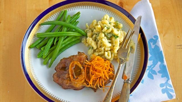 Kalbshaxe Sylvias Art, Pizochels con erva schorras und Gemüse.