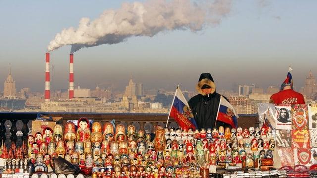 Russischer Händler mit Babuschkas