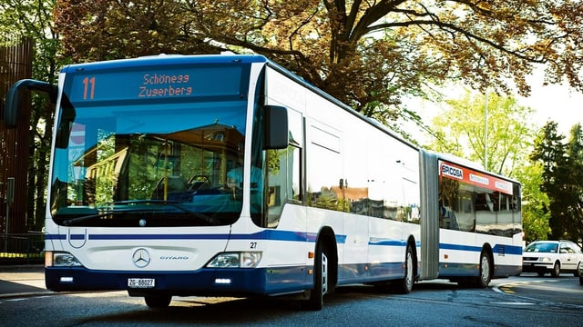 Der Bus Nummer 11 der Zugerland Verkehrsbetriebe AG