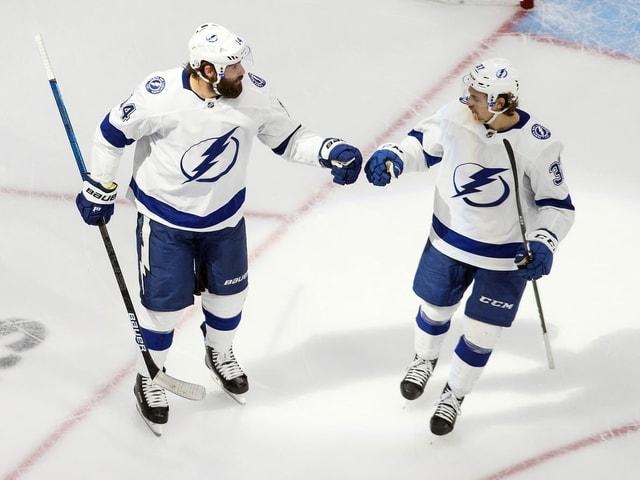 Pat Maroon (links) und Yanni Gourde von den Tampa Bay Lightning.