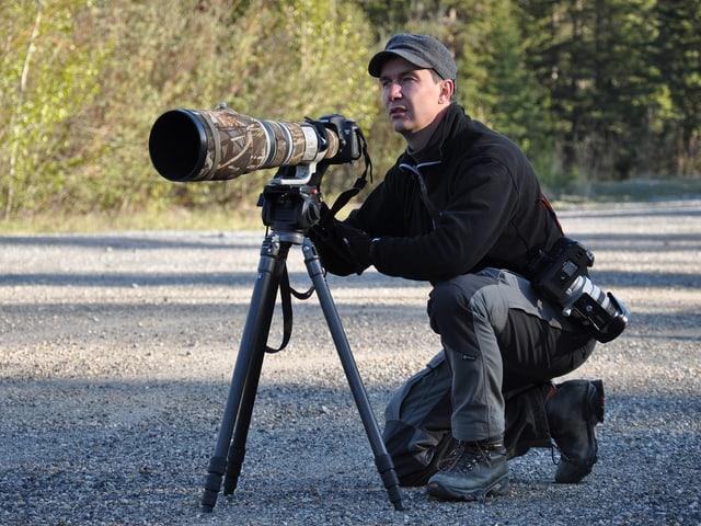 Peter A. Dettling mit einer grossen Kamera