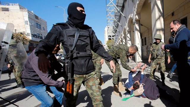 Sicherheitskräfte an Demo in Hebron