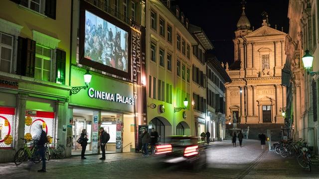 Filmprojektion in der Solothurner Altstadt während der Filmtage