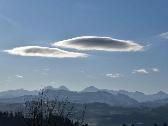 Linsenförmige Wolken