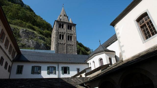 Aussenansicht der Abtei von St. Maurice im Unterwallis