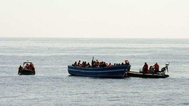 Ina da las acziuns da salvament da la guardia costa taliana sin la Mar Mediterrana.