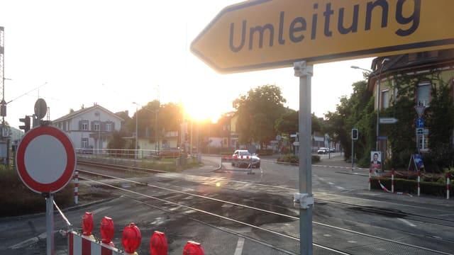 Bahnübergang mit Brandspuren