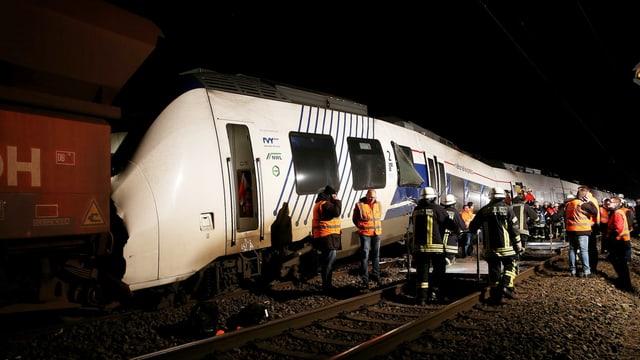 Il tren regiunal ch'è collidà cun in tren da vitgira e gidonters, en il stgir.