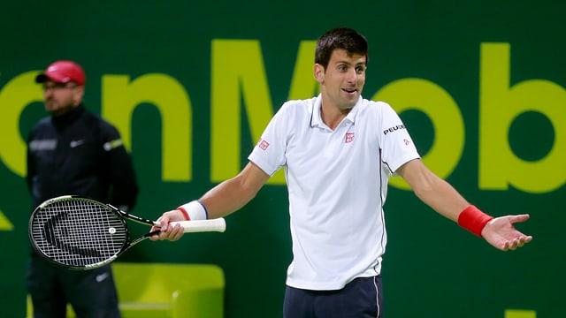 Novak Djokovic verwirft in Doha ratlos die Hände.