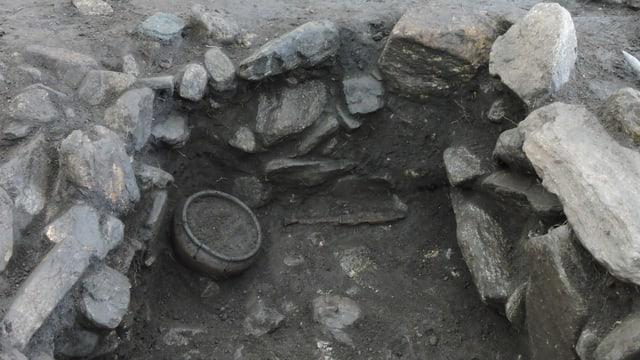 Antikes Messer in einem römischen Grab.