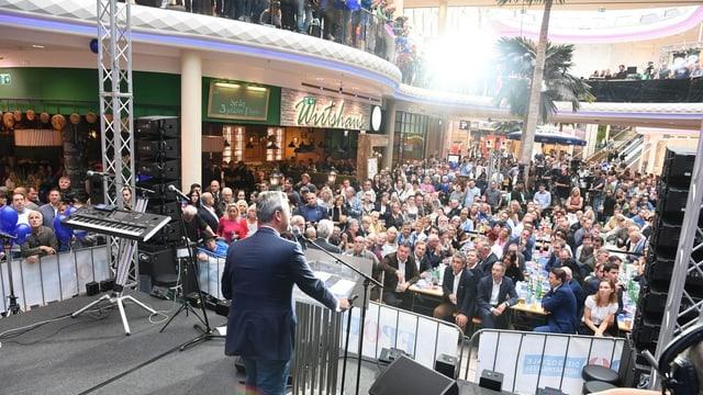 Norbert Hofer bei Wahlkampfrede vor Publikum