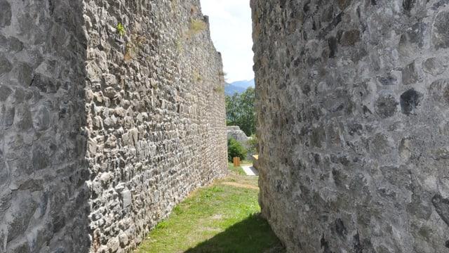 La ruina è vegnida construida en il 13avel tschientaner.